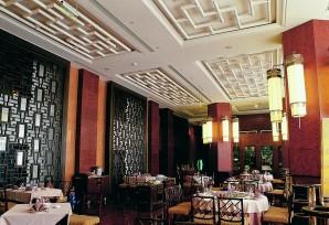 紫气轩西餐厅是开放式厨房,引领了餐饮业用餐环境潮流.图片